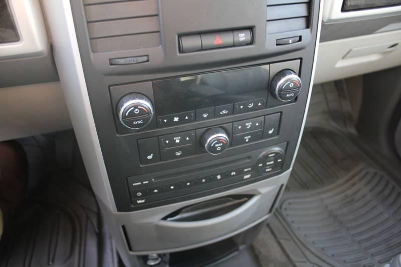 2010 Dodge Grand Caravan SXT (image 12)
