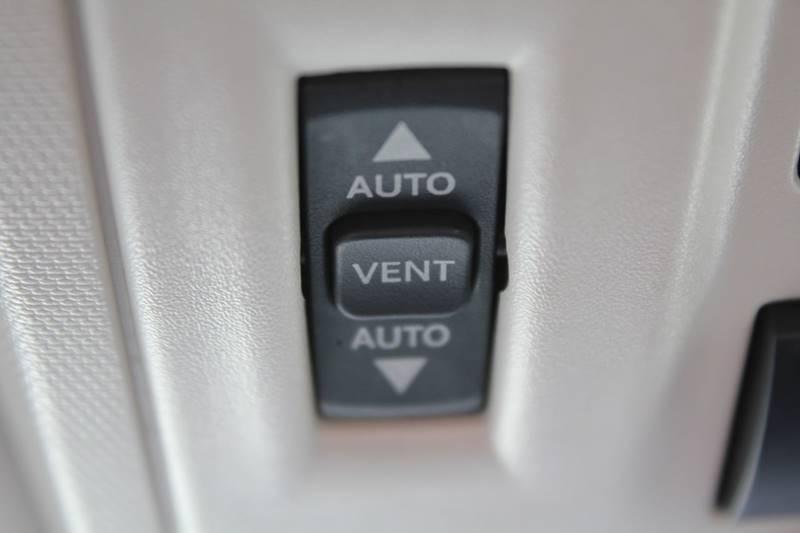 2010 Dodge Grand Caravan SXT (image 14)