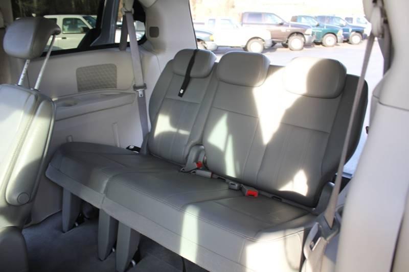 2010 Dodge Grand Caravan SXT (image 17)