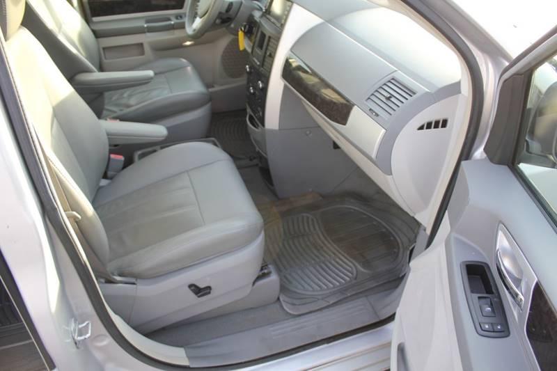 2010 Dodge Grand Caravan SXT (image 20)