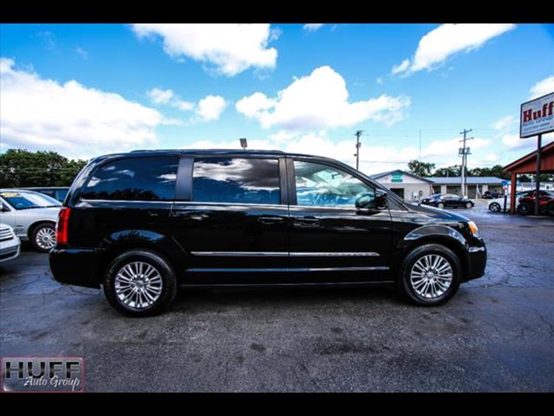 2016 Chrysler Town and Country for sale at HUFF AUTO GROUP in Jackson MI