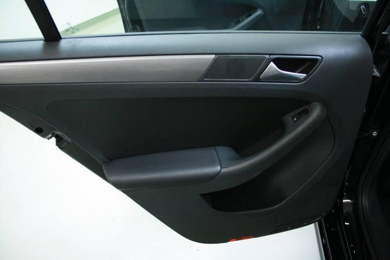 2016 Volkswagen Jetta 1.8T Sport PZEV 4dr Sedan 6A - Holland MI