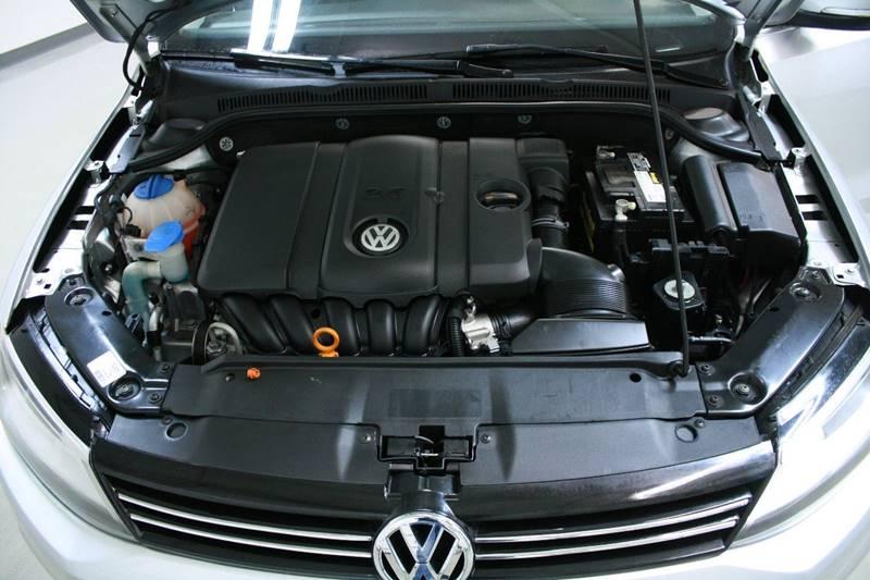 2013 Volkswagen Jetta SE 4dr Sedan 6A w/Convenience and Sunroof - Holland MI