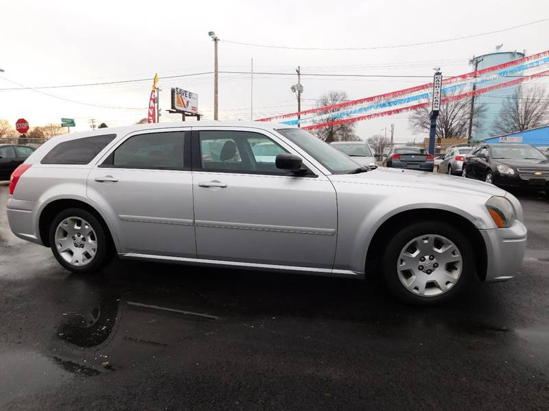2005 Dodge Magnum for sale at Best N Value Auto Sales in Akron OH