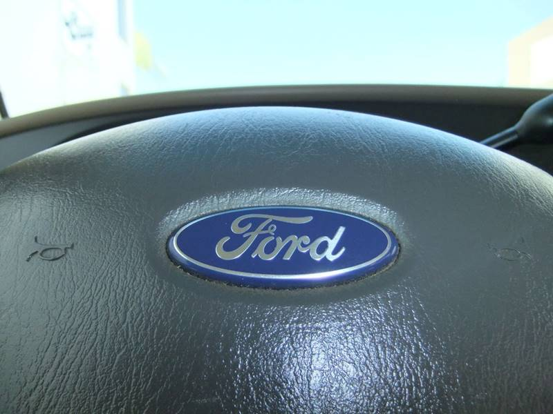 2005 Ford E-Series Wagon E-350 SD XLT 3dr Passenger Van - San Diego CA
