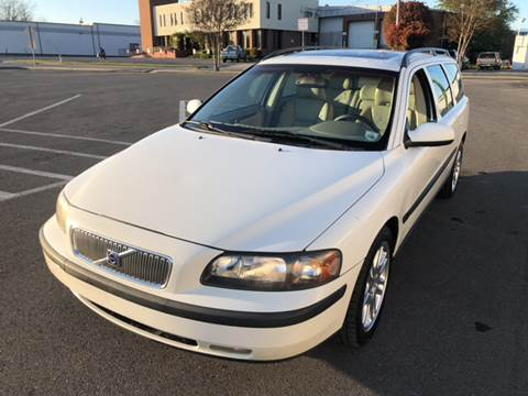 2001 Volvo V70 for sale at Diana Rico LLC in Dalton GA