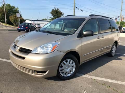 2004 Toyota Sienna for sale at Diana Rico LLC in Dalton GA