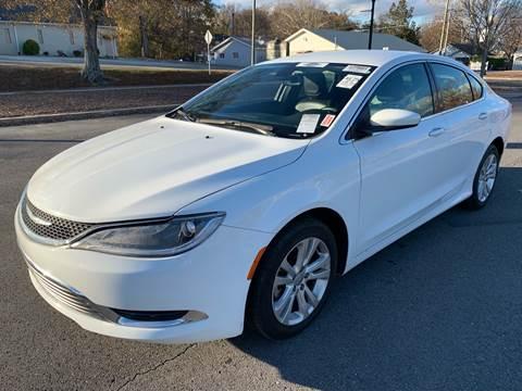 2015 Chrysler 200 for sale at Diana Rico LLC in Dalton GA