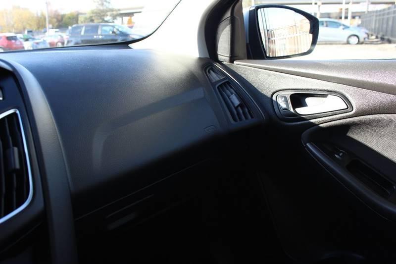 2016 Ford Focus SE 4dr Sedan - Philadelphia PA