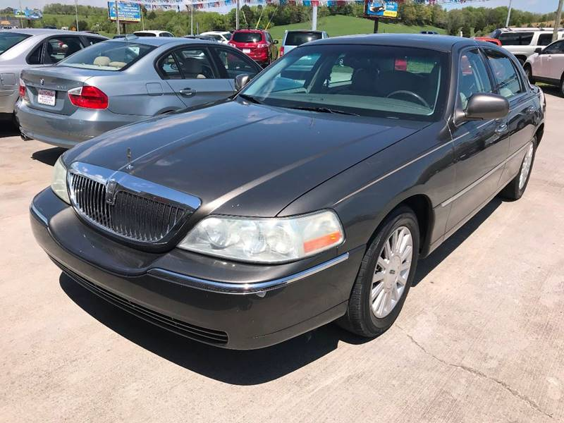 2004 Lincoln Town Car Signature 4dr Sedan In Sevierville Tn