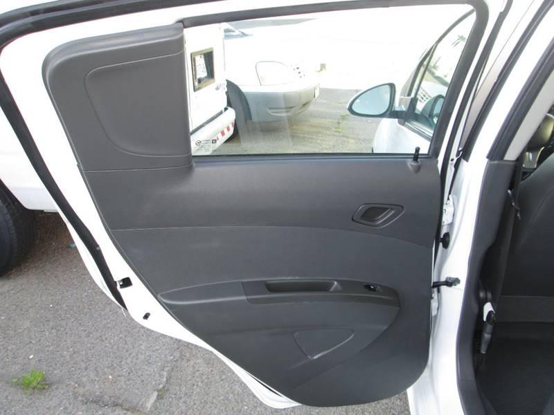 2016 Chevrolet Spark EV 1LT (image 24)