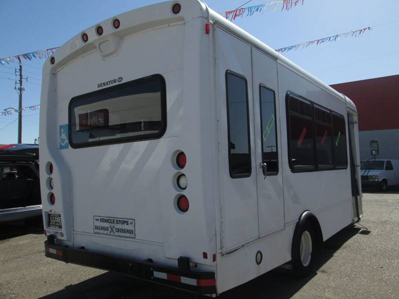2006 Ford E-Series Chassis E-450 SD (image 8)