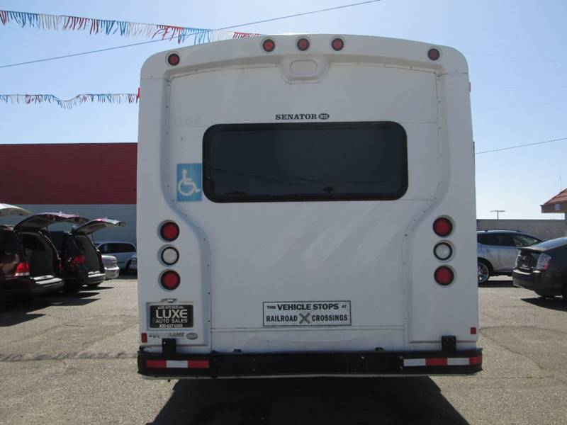 2006 Ford E-Series Chassis E-450 SD (image 9)