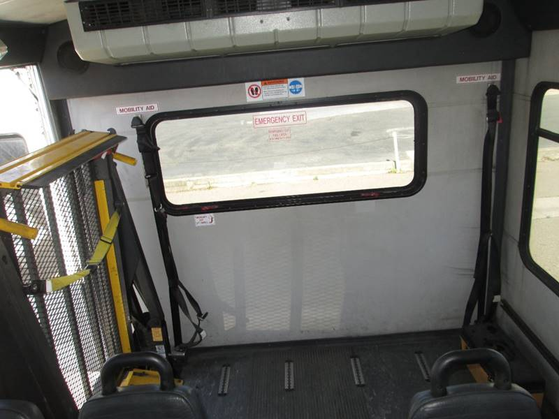 2006 Ford E-Series Chassis E-450 SD (image 12)