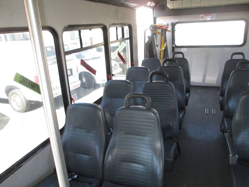 2006 Ford E-Series Chassis E-450 SD (image 14)