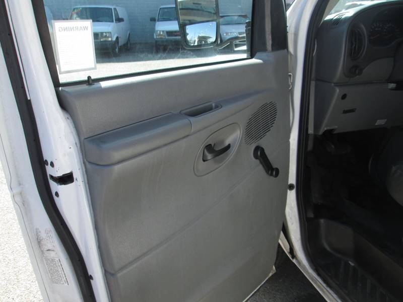2006 Ford E-Series Chassis E-450 SD (image 18)
