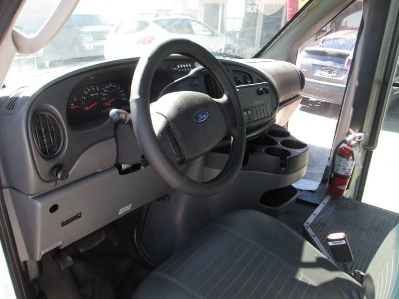 2006 Ford E-Series Chassis E-450 SD (image 19)