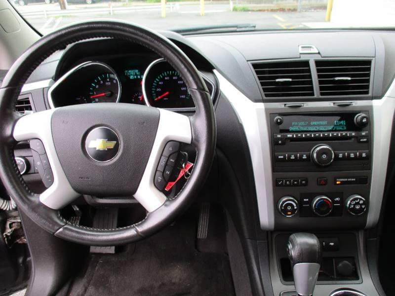 2010 Chevrolet Traverse AWD LT 4dr SUV w/1LT - Somerville MA