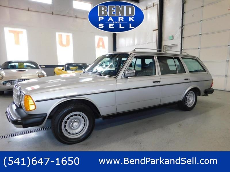 1979 Mercedes-Benz 300TD Wagon 1