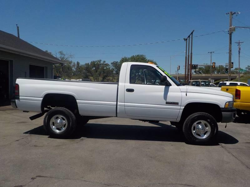 2001 Dodge Ram Pickup 2500 2dr Standard Cab ST 4WD LB - Council Bluffs IA