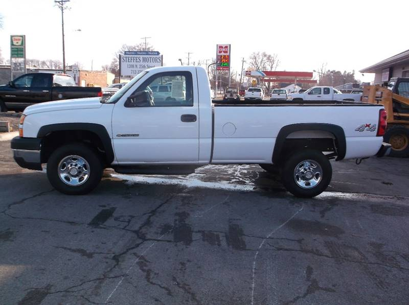2006 Chevrolet Silverado 2500HD Work Truck 2dr Regular Cab 4WD LB - Council Bluffs IA