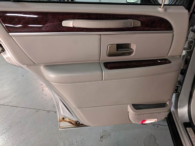 2005 Lincoln Town Car