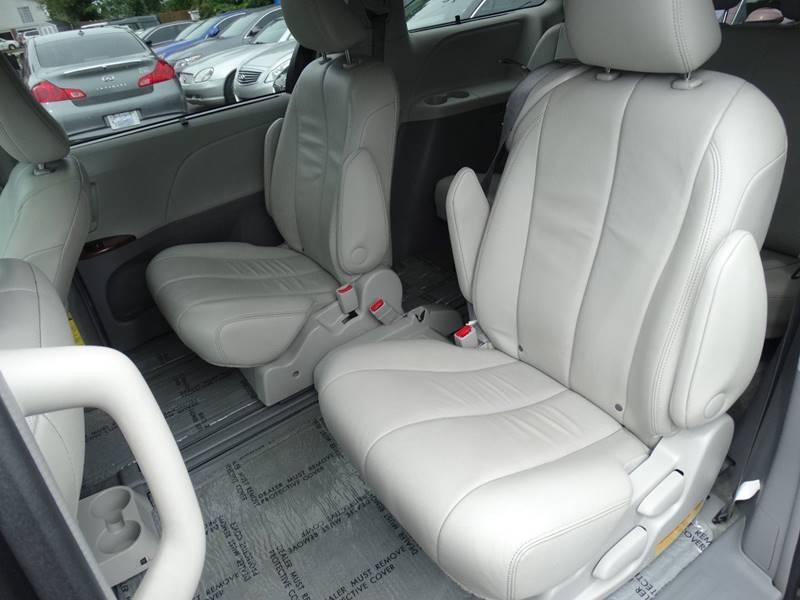 2014 Toyota Sienna XLE 7-Passenger Auto Access Seat 4dr Mini-Van - Lexington KY