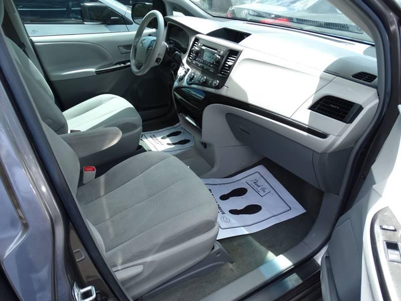 2014 Toyota Sienna L 7-Passenger 4dr Mini-Van - Lexington KY