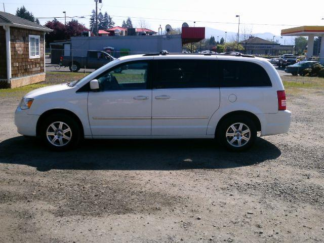 2009 Chrysler Town And Country Touring Mini Van Passenger 4dr In Washougal Wa Triple C Auto