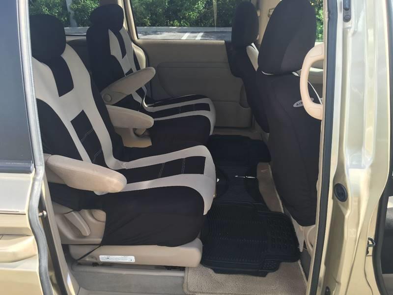 2007 Hyundai Entourage GLS 4dr Mini-Van - Miami FL