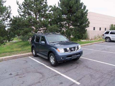 2005 Nissan Pathfinder for sale at QUEST MOTORS in Englewood CO