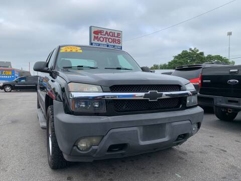 2005 Chevrolet Avalanche for sale at Eagle Motors in Hamilton OH