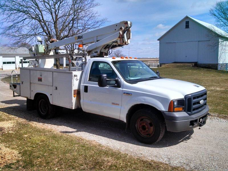 2006 Ford F-350 Super Duty for sale at ARK AUTO LLC in Roanoke IL