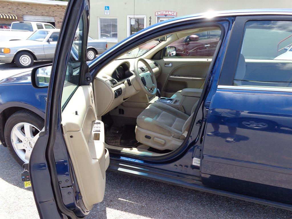 2005 Ford Five Hundred SE 4dr Sedan - Milton FL