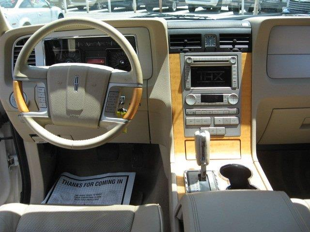 2007 Lincoln Navigator for sale at Vogue Motor Company Inc in Saint Louis MO