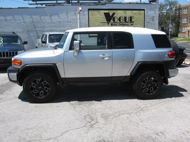 2007 Toyota FJ Cruiser for sale at Vogue Motor Company Inc in Saint Louis MO