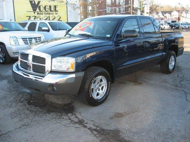 2005 Dodge Dakota for sale at Vogue Motor Company Inc in Saint Louis MO