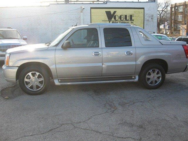 2005 Cadillac Escalade EXT for sale at Vogue Motor Company Inc in Saint Louis MO