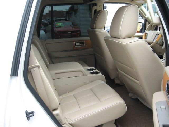 2009 Lincoln Navigator for sale at Vogue Motor Company Inc in Saint Louis MO