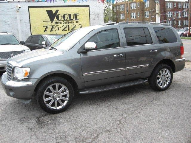 2007 Chrysler Aspen for sale at Vogue Motor Company Inc in Saint Louis MO