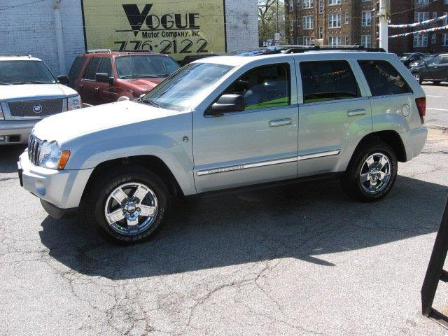 2006 Jeep Grand Cherokee for sale at Vogue Motor Company Inc in Saint Louis MO