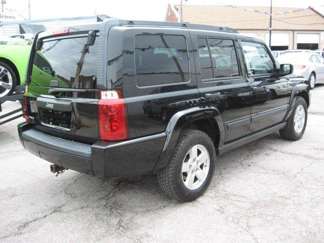 2006 Jeep Commander for sale at Vogue Motor Company Inc in Saint Louis MO