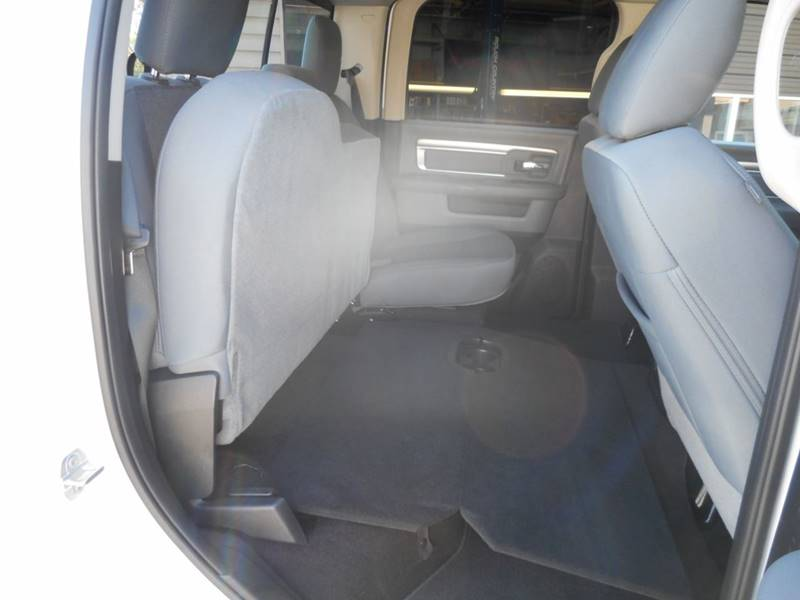 2018 RAM Ram Pickup 1500 4x4 Big Horn 4dr Crew Cab 5.5 ft. SB Pickup - Chester IL
