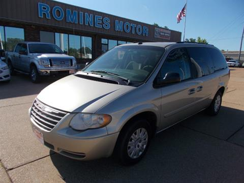 2005 Chrysler Town and Country for sale in Houston, MO