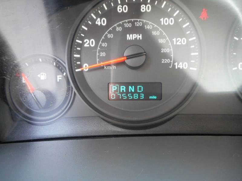 2005 Jeep Grand Cherokee 4dr Laredo 4WD SUV - Amityville NY