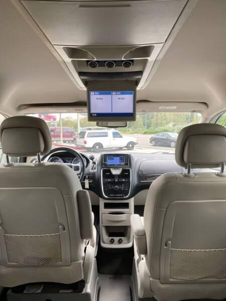 2012 Chrysler Town and Country Touring 4dr Mini-Van - Lakeland FL