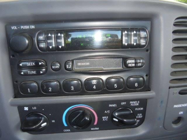 2002 Ford F-150 2dr Standard Cab XL 2WD Styleside LB - Tremont IL