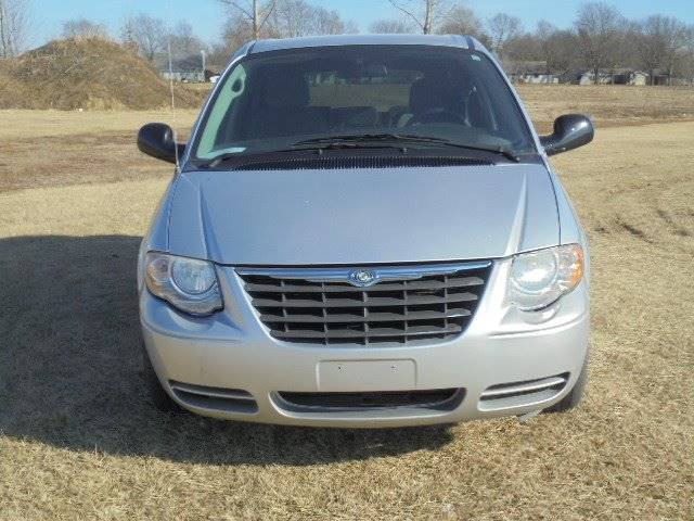 2005 Chrysler Town and Country LX 4dr Extended Mini-Van - Tremont IL