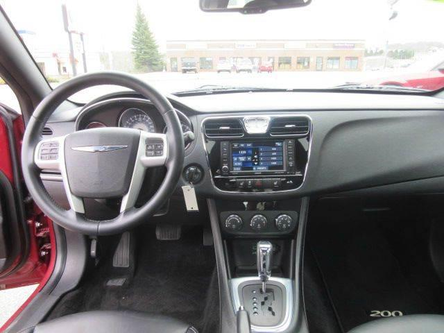 2014 Chrysler 200 Limited 4dr Sedan - Marquette MI
