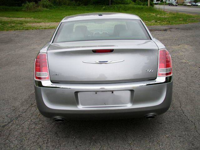 2013 Chrysler 300 AWD 4dr Sedan - Salisbury Center NY